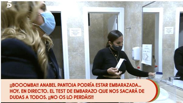 Anabel Pantoja en el baño